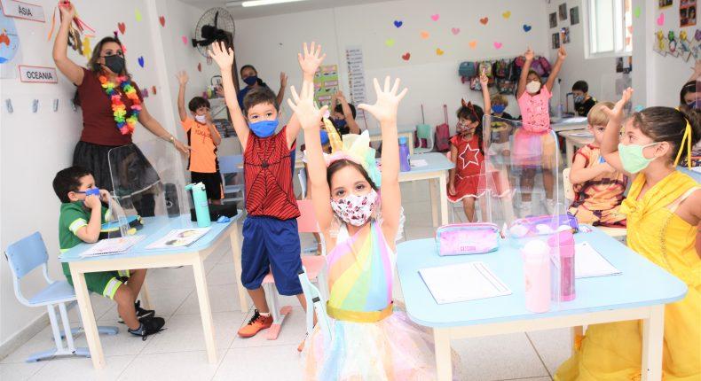 Turmas do Infantil e Anos iniciais aproveitam um dia de folia diferente